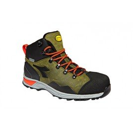 DIADORA boots